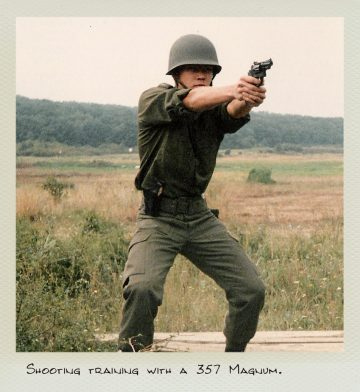 Tom (MILPICTURES) in 1986 during a shooting training with a 357 Magnum.