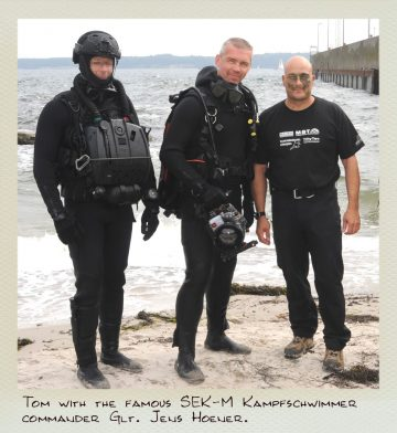 Tom (MILPICTURES) with german SEK:M Kampfschwimmer and the famous commander Glt. Jens Hoener after finishing a video shoot.